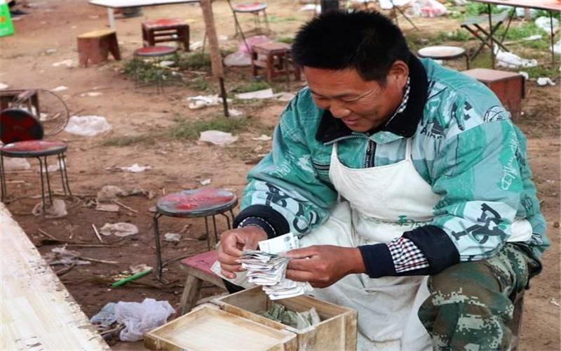 49岁的人不想打工,在农村做哪些小生意,一年能收入三五万元?