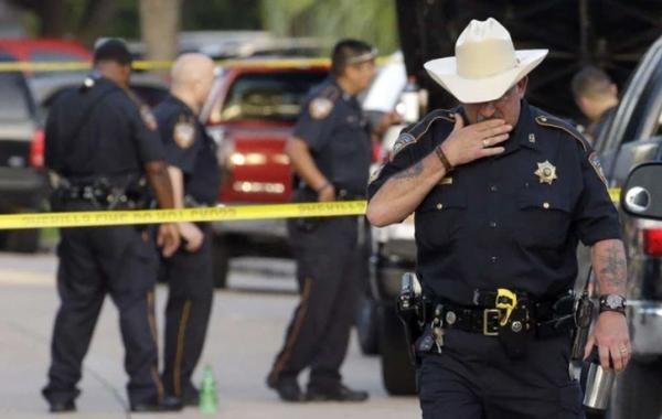 美国女子出游不接电话,23岁男友带枪冲进机场:下飞机就被一枪爆头