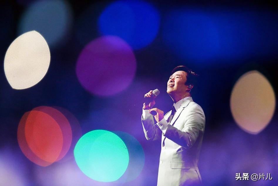 64岁小哥费玉清演唱会忘词,却变成整场演出彩蛋