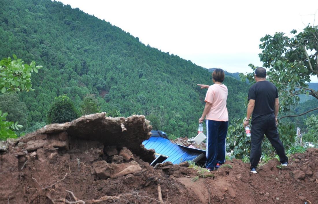 女子发现客厅1厘米裂缝救下21户村民 巫素珍资料照片  第2张