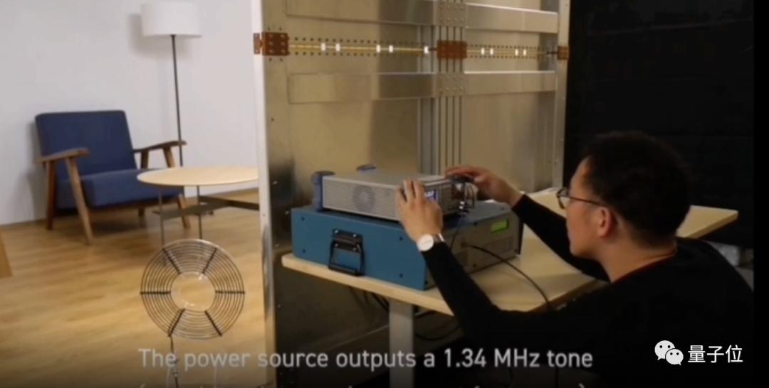 日本搞出奇妙充电屋,坐在任意位置都能隔空充电!|Nature子刊