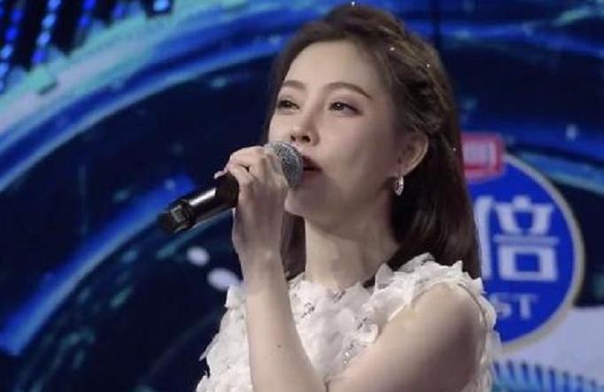 """冯提莫参加《我们的歌》发布会,一众嘉宾称赞其为""""中华小曲库"""""""