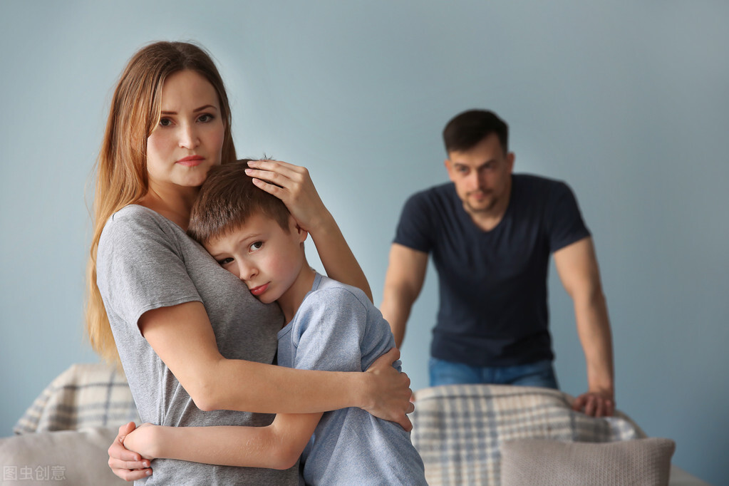 男人出轨后执意要离婚是闹疯期吗(男人出轨坚持要离婚的心理)插图2