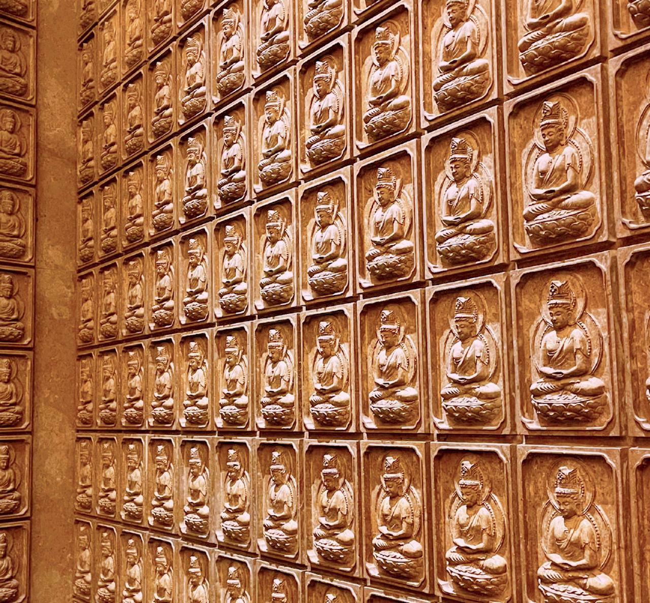 """世界唯一""""佛顶骨舍利"""",躺在耗资40亿的奢华寺庙中"""