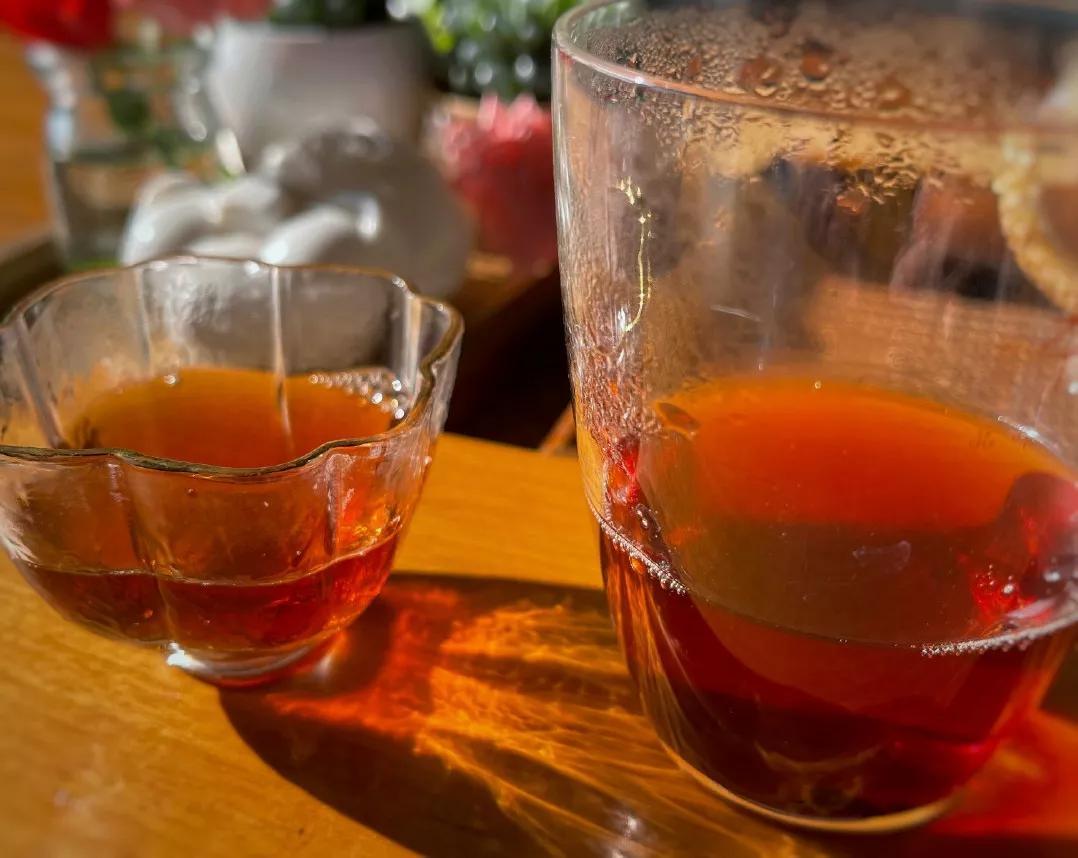 怎么预防半夜口渴?睡前喝水半夜口不渴第二天不水肿。