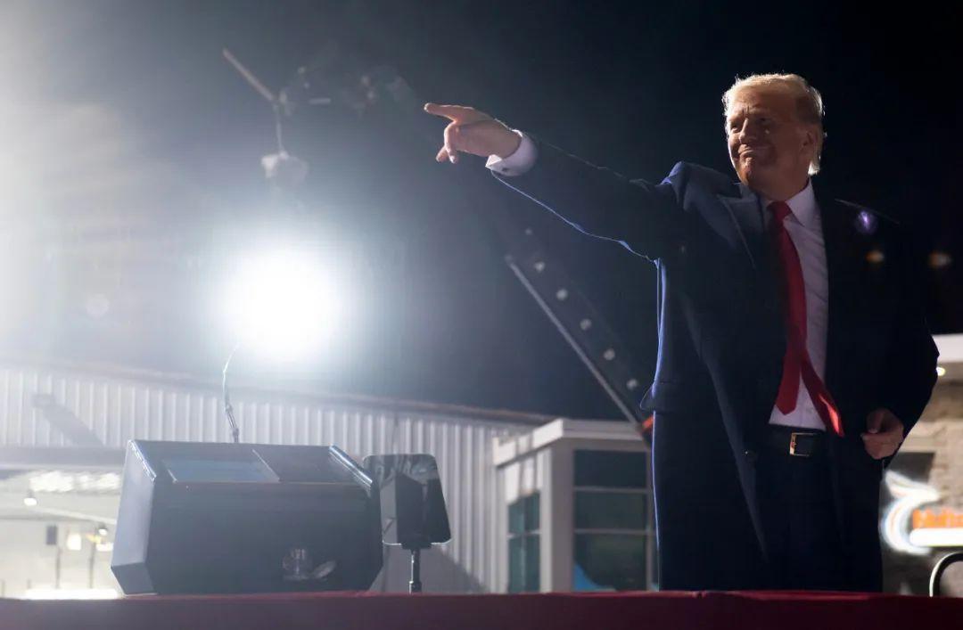 """美国总统以身涉险,证明新冠""""新冠治愈药""""之奇效"""