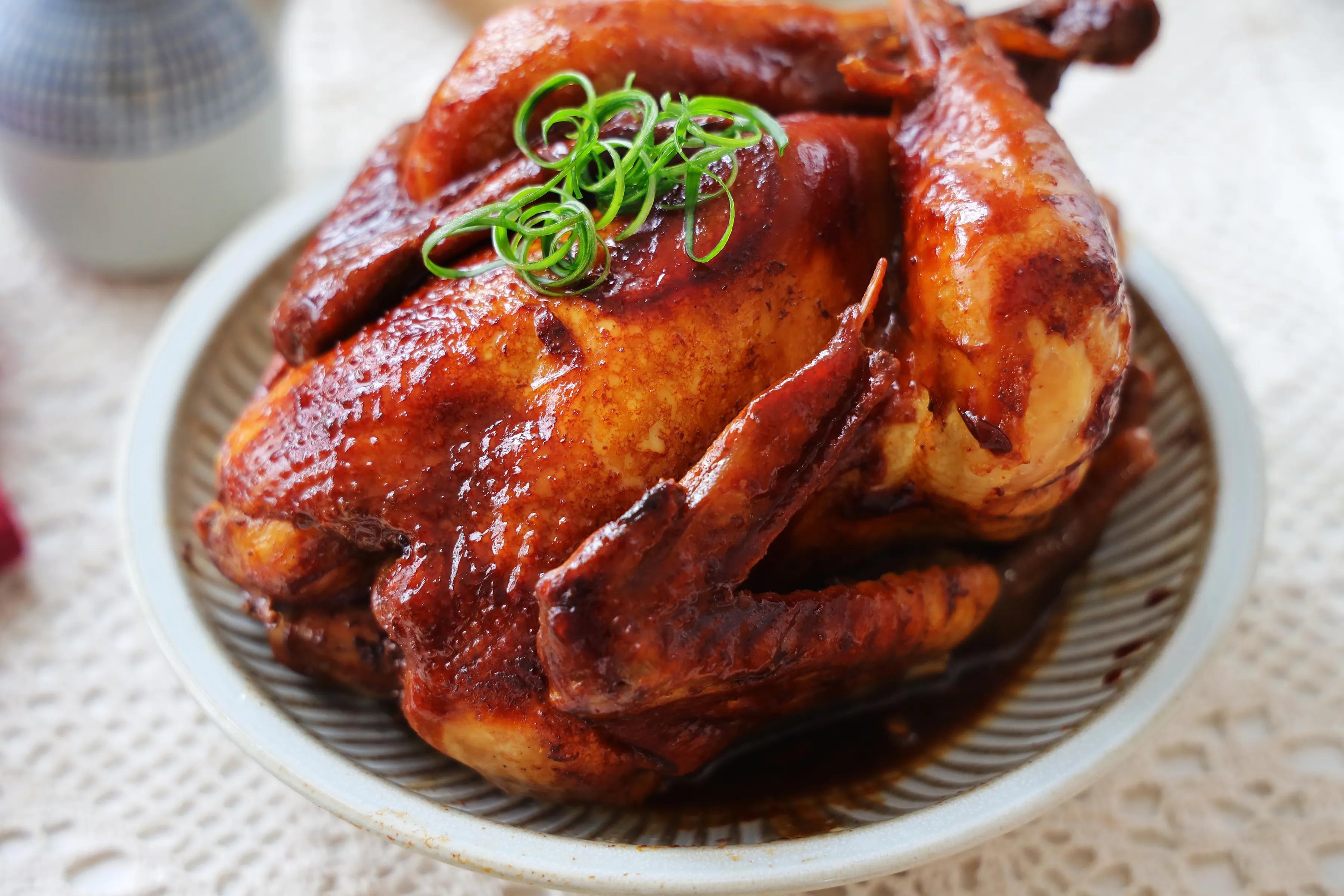 整只鸡怎么做最好吃?靠谱的懒人做法,鲜嫩多汁,比红烧还过瘾!
