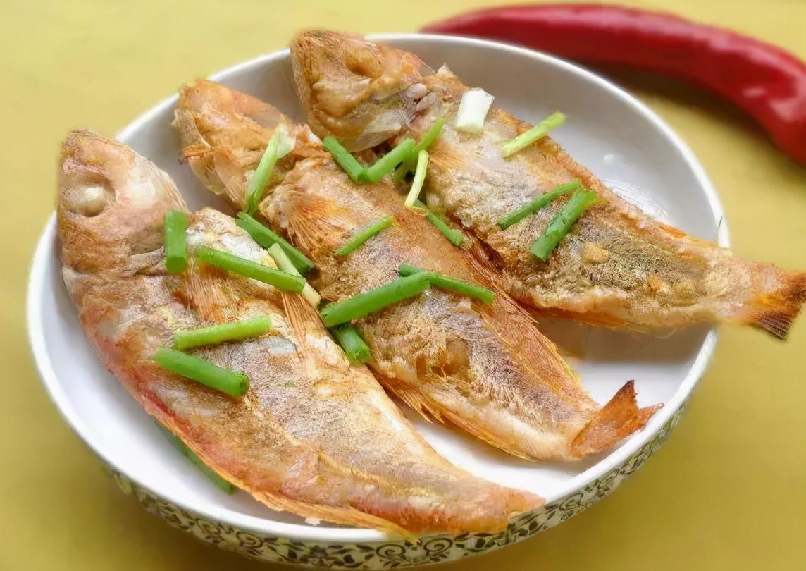 不管煎什麼魚,下鍋要牢記這2個技巧,不粘鍋不破皮,鮮嫩無腥味