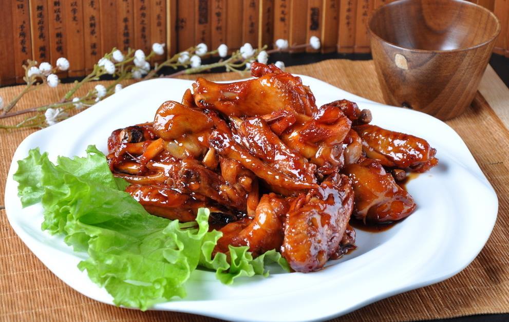 麻辣鸡翅、鲜椒兔肉、土豆烧牛尾、番茄牛腩煲的家常做法