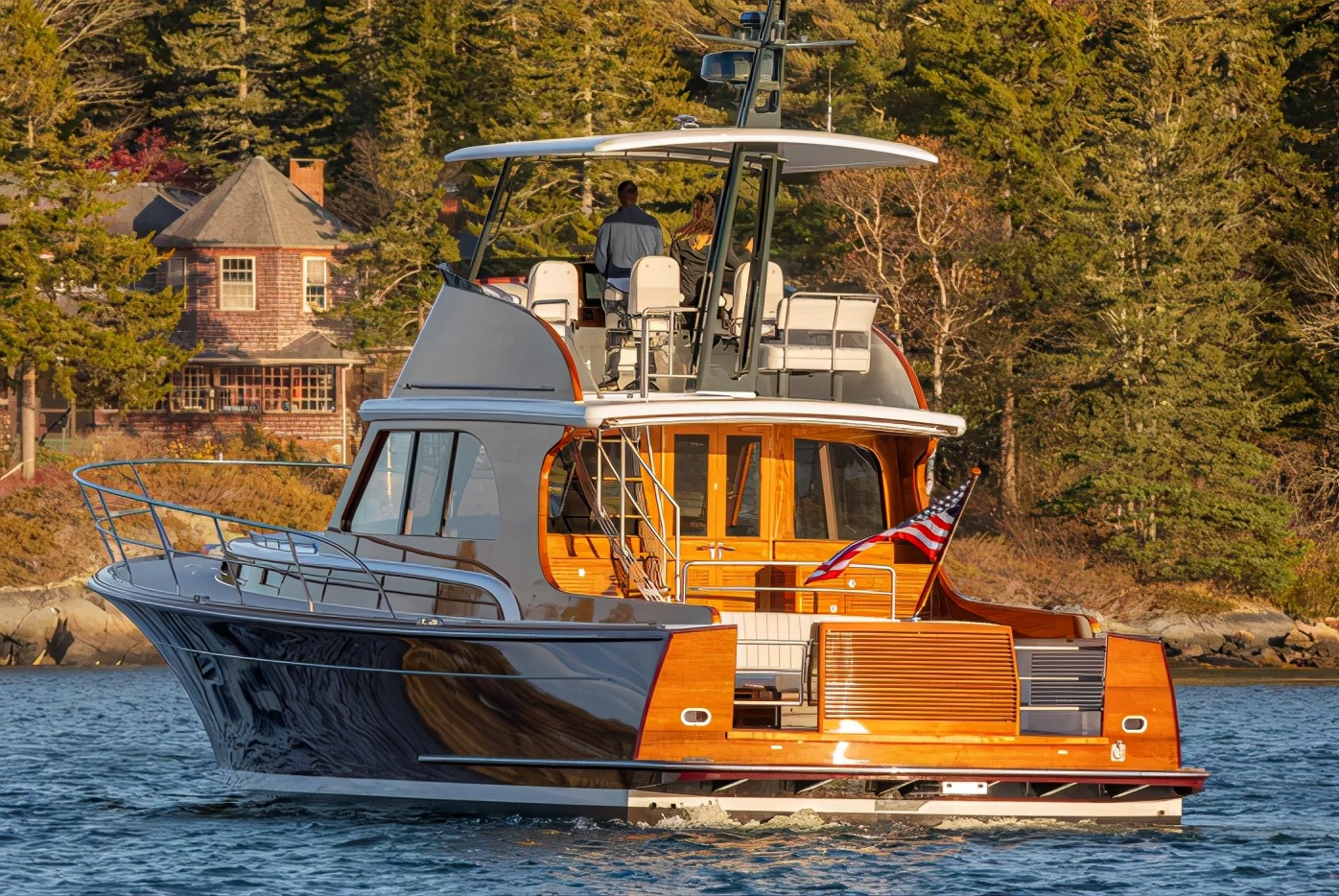 Lyman Morse造船厂推出高性能巡洋艇Hood 57