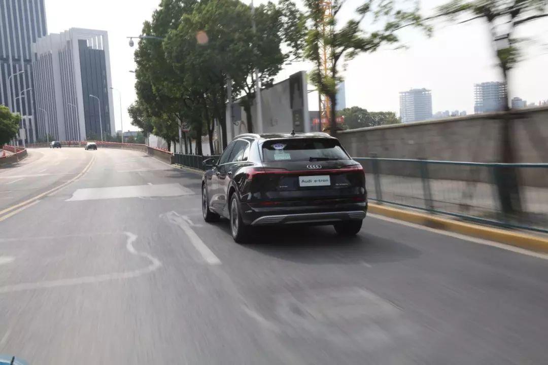 还是只有Model X?豪华纯电SUV更好地选择来了