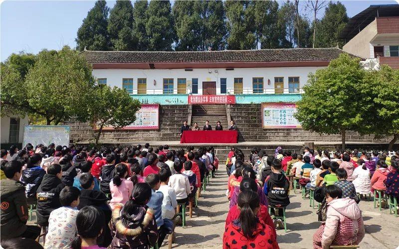 蓬安县:我为群众办实事 法制宣传进校园走进凤石小学