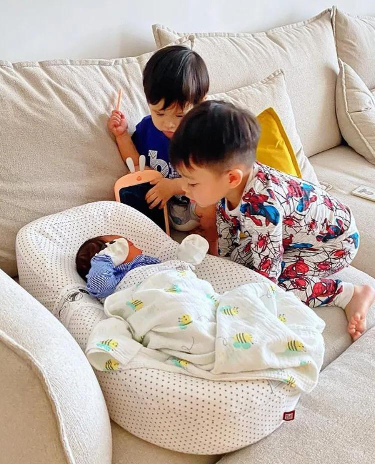 胡杏兒官宣三胎生子,透露小兒子像倆哥哥,坦言封肚不再追生