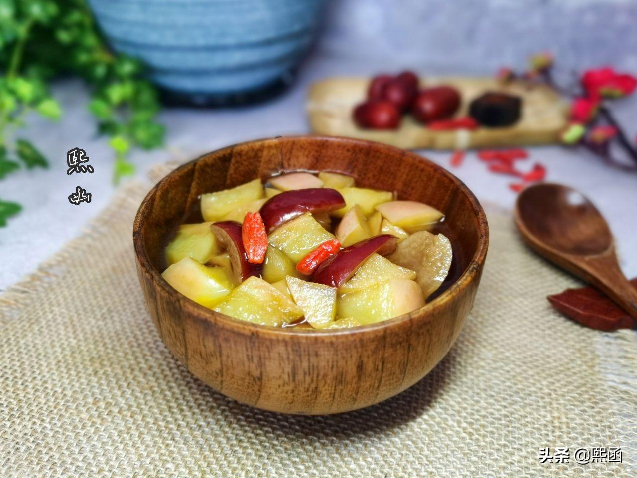 春天,把苹果和红枣一起煮,隔三差五喝几次,作用真不小 美食做法 第1张