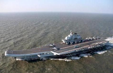 我国歼15舰载战斗机在辽宁舰起降