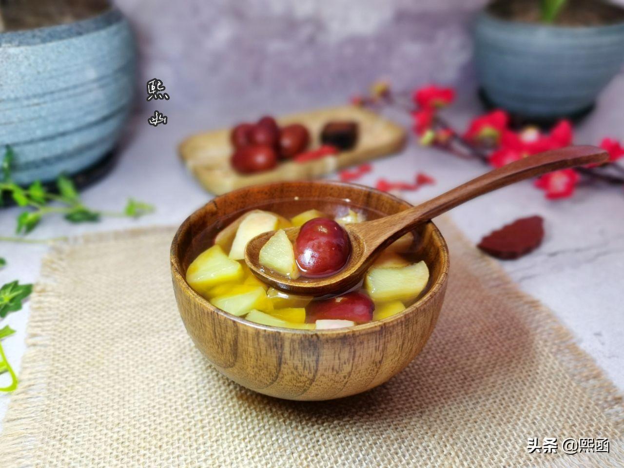 春天,把苹果和红枣一起煮,隔三差五喝几次,作用真不小 美食做法 第2张