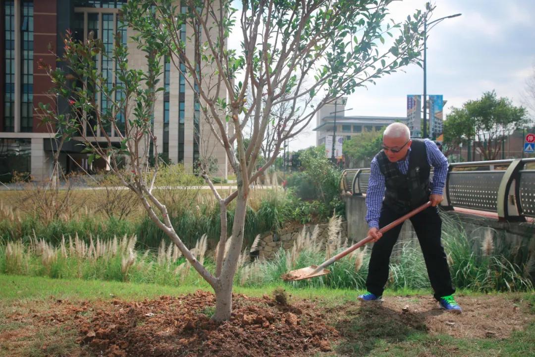 十年树木,百年树人 温肯开展2021年植树节活动