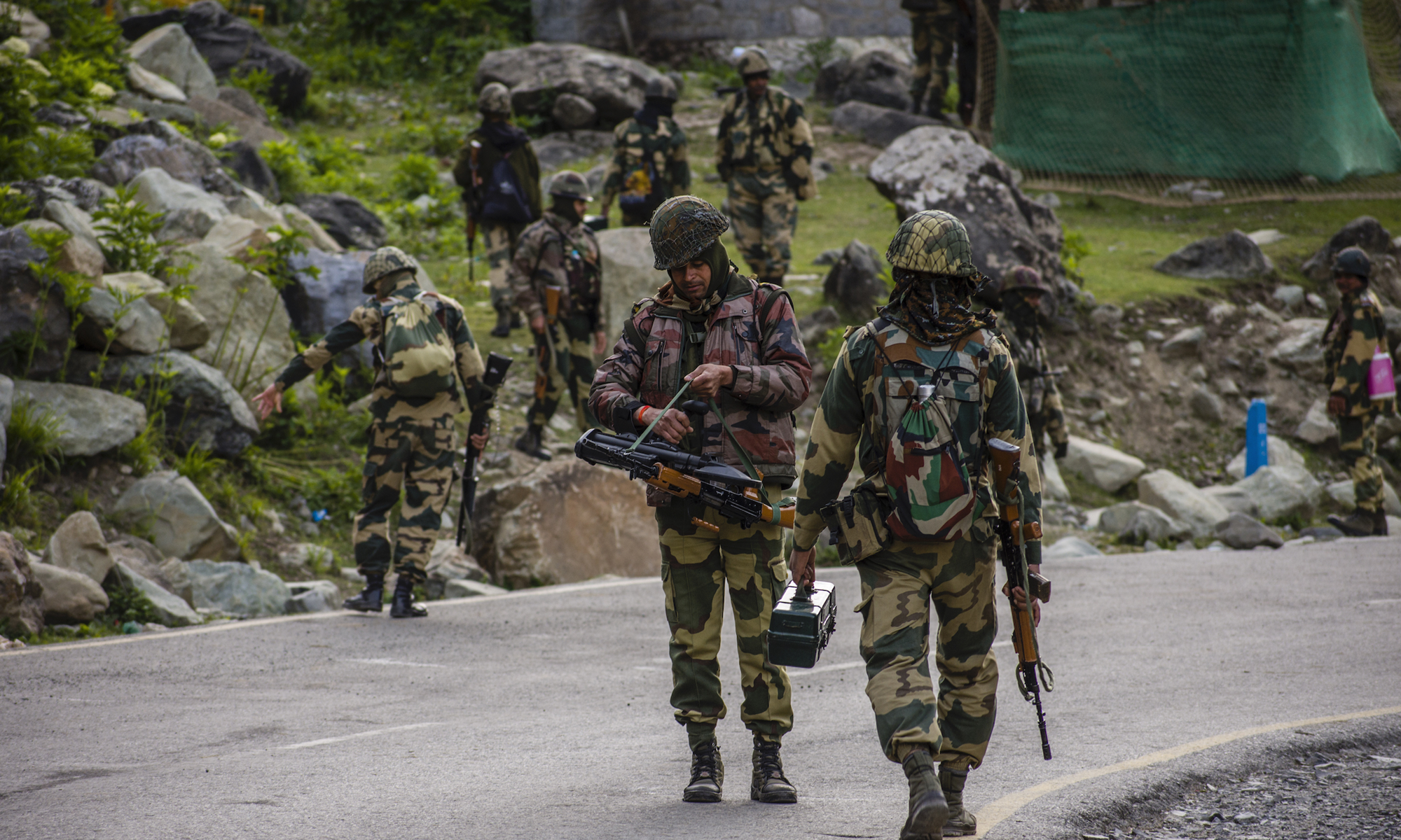 印军仍很强硬;印媒:决不能被反华战略捆绑,离美国远点