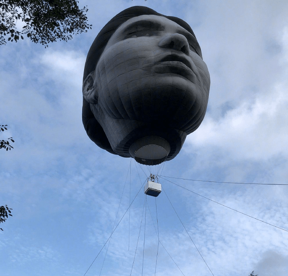 日本東京驚現女巨人頭熱氣球,你們搞藝術的非要搞這麼驚悚的嗎