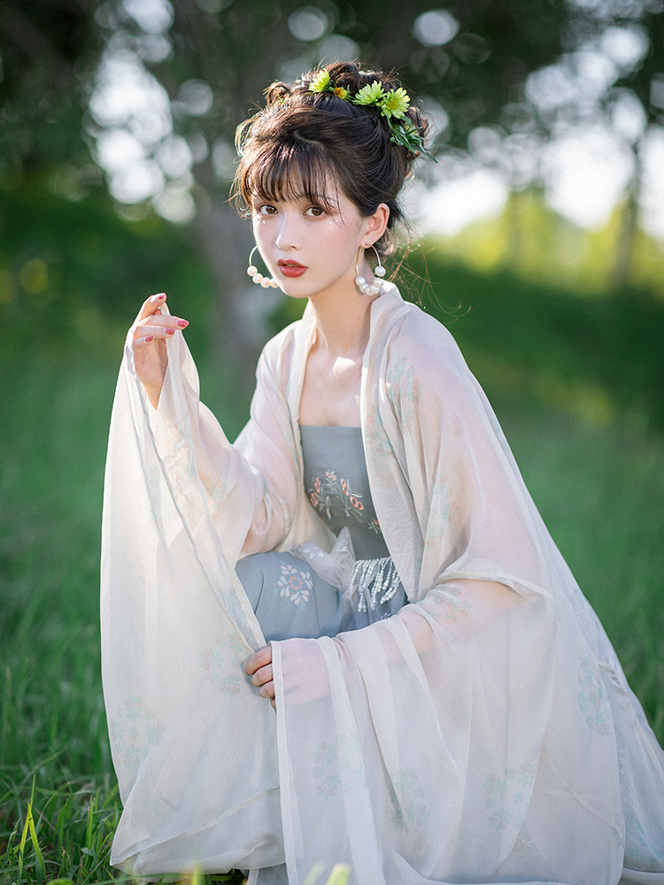 """这种""""诃子裙""""早已火遍汉服圈内外,但它却从来不被资深同袍承认"""