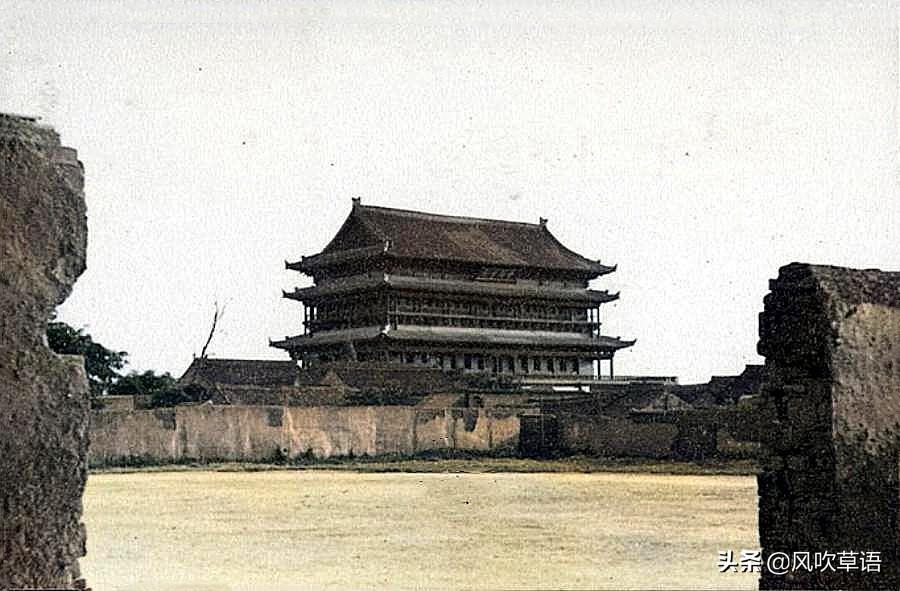 1935年的彩色西安,城墙高耸,火车站还在修建当中