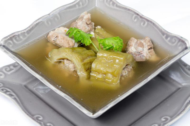 广东人煲汤是一绝,苦瓜这样做,甘甜鲜香,清热去火,很适合夏天 美食做法 第8张