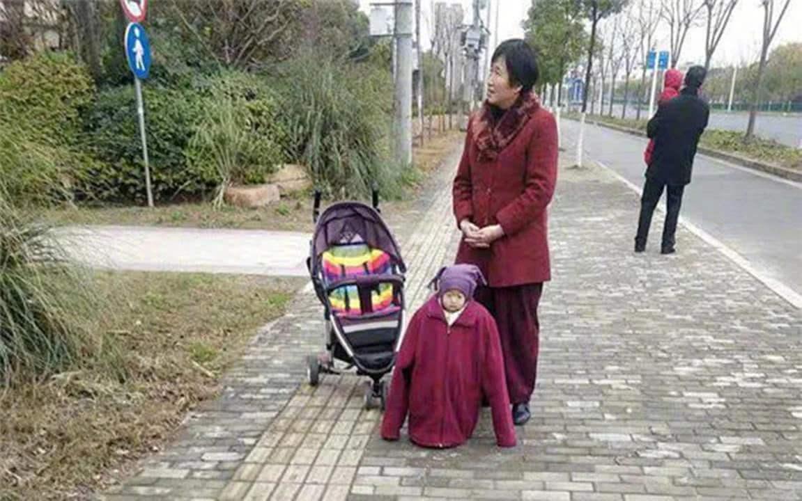 娃送到奶奶家,一个月后不敢认:看了网友的分享,就像看到自家娃