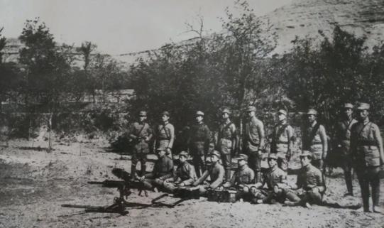 皇协军第5旅号称王牌,30米外的八路没发现,被1个班直捣旅部
