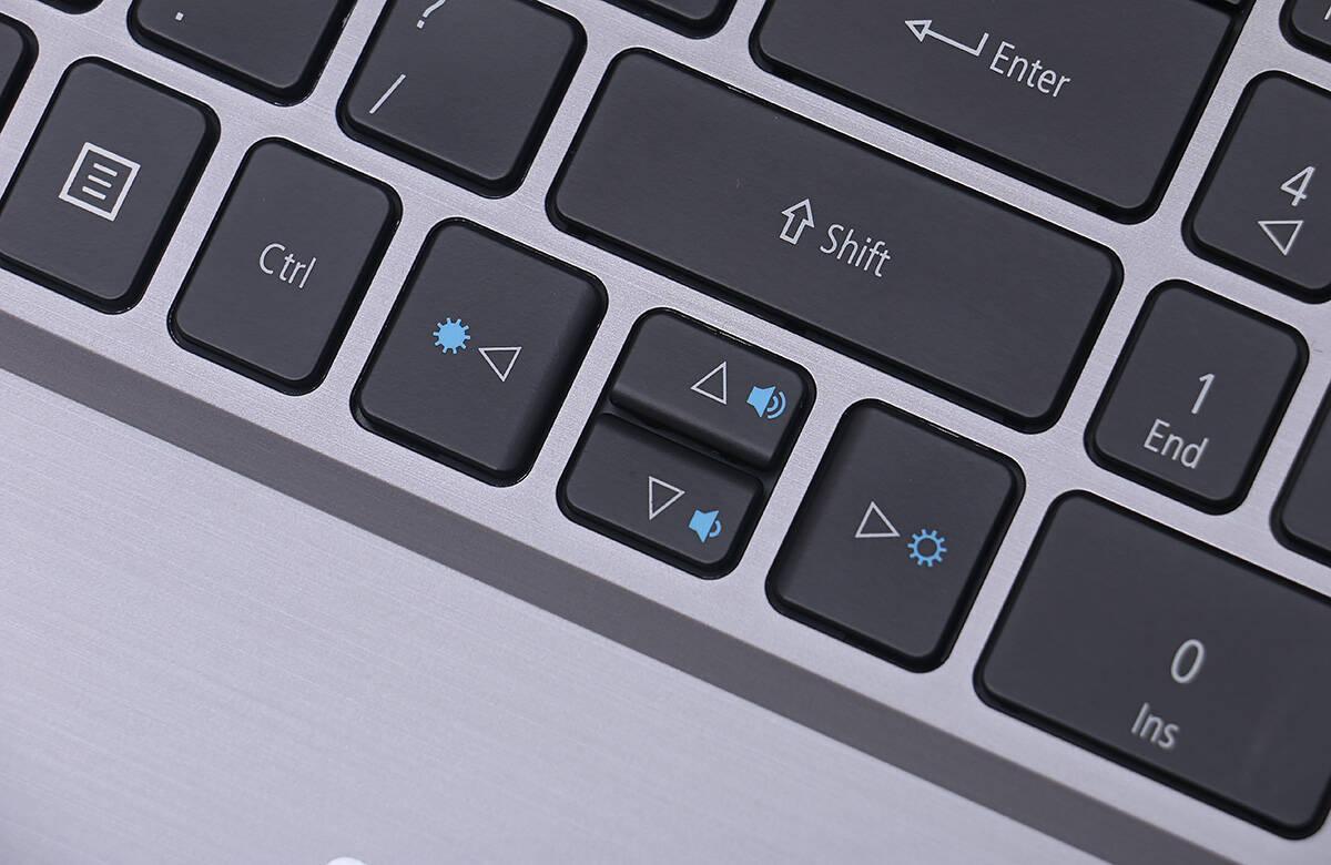 华硕笔记本键盘字母变数字(华硕笔记本键盘失灵一键修复)